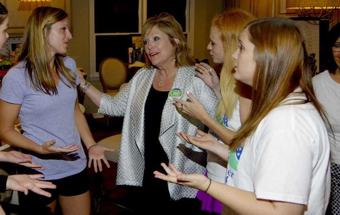 1WEB Cindy Mills celebrates with family