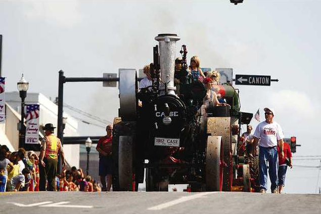 Steam Engine Parade FILE 09