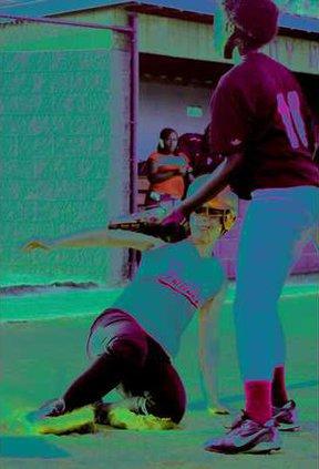 sports-0921softball